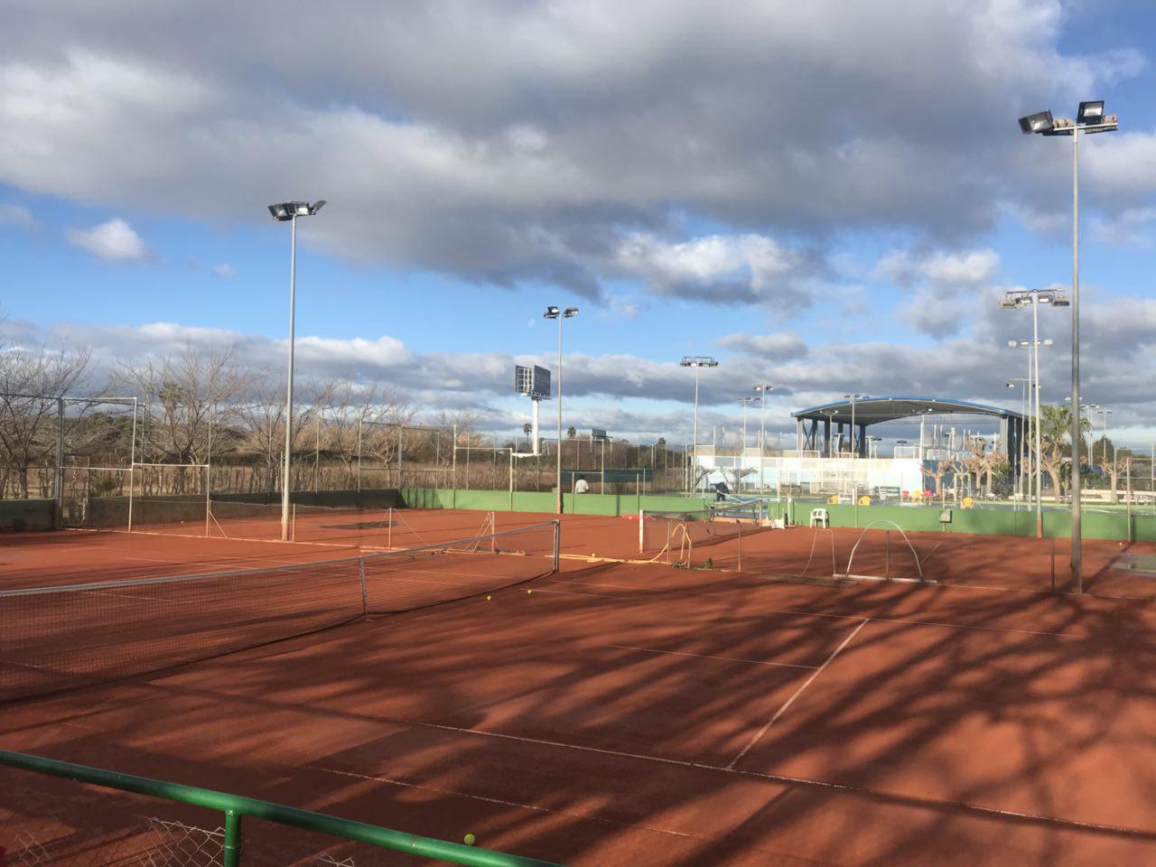 polideportivo en la Pobla de Farnals - pista de tenis