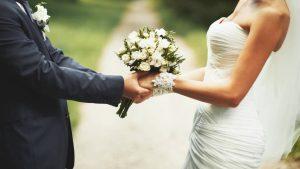 restaurante para bodas en Valencia - pareja con trajes